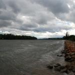 Schwere Wolken über dem Rhein
